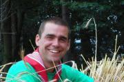 Traditiedrager van de maand: Jonas De Smedt loopt op stelten