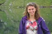 Traditiedrager van de maand: Michela deelt confetti uit